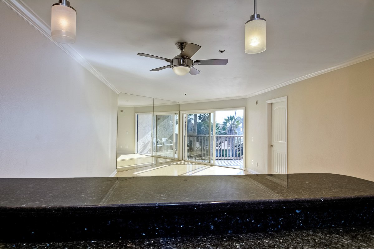Photo 16: Photos: PACIFIC BEACH Condo for sale : 2 bedrooms : 4465 Ocean #34 in San Diego