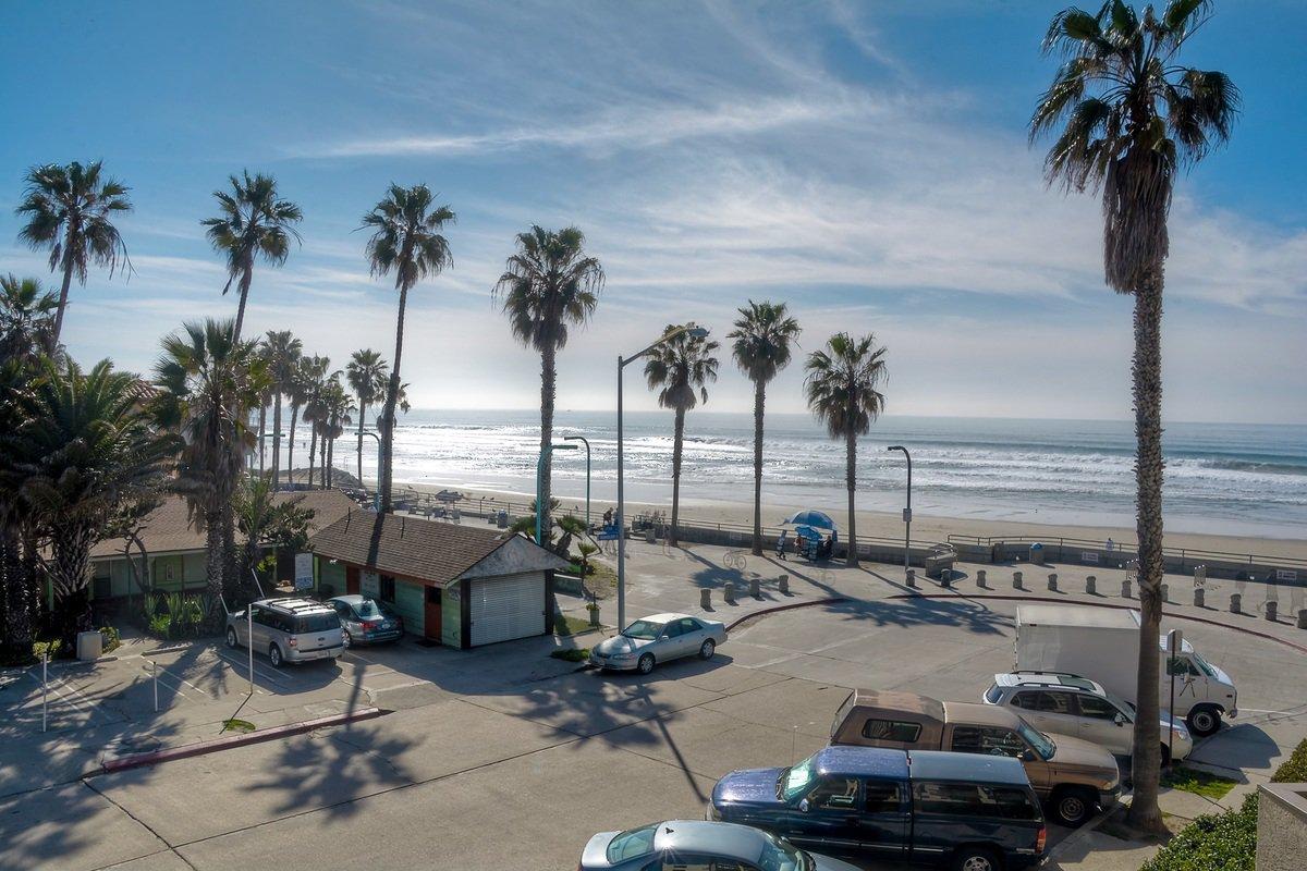Photo 9: Photos: PACIFIC BEACH Condo for sale : 2 bedrooms : 4465 Ocean #34 in San Diego