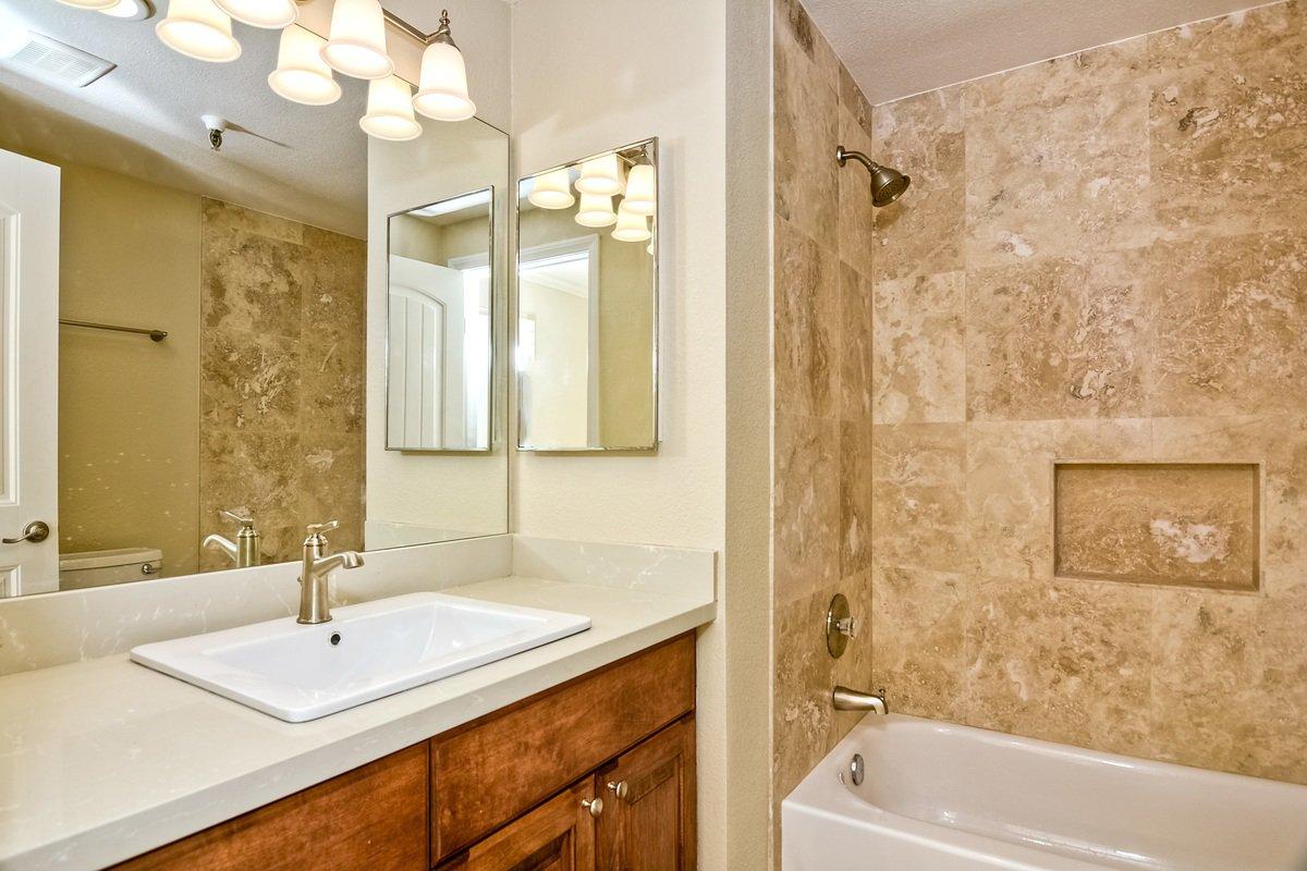 Photo 21: Photos: PACIFIC BEACH Condo for sale : 2 bedrooms : 4465 Ocean #34 in San Diego