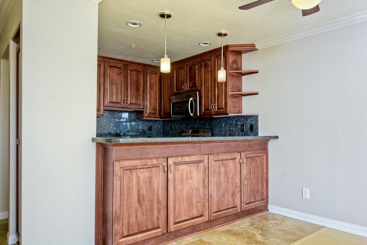Photo 11: Photos: PACIFIC BEACH Condo for sale : 2 bedrooms : 4465 Ocean #34 in San Diego