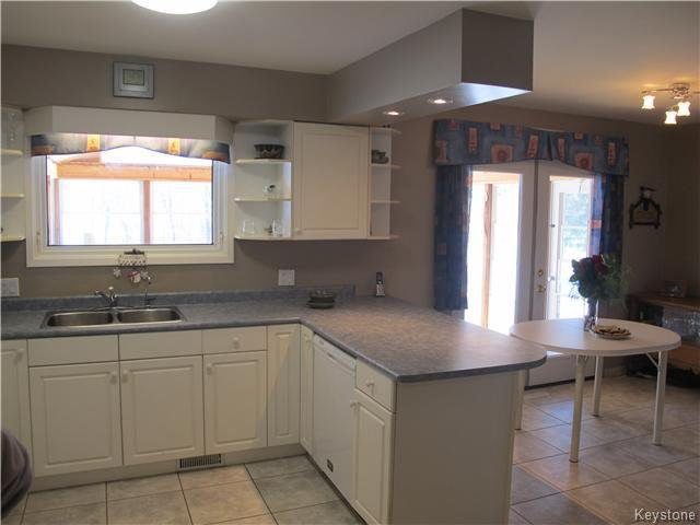 Photo 10: Photos:  in Anola: Anola / Dugald / Hazelridge / Oakbank / Vivian Residential for sale (Winnipeg area)  : MLS®# 1609168