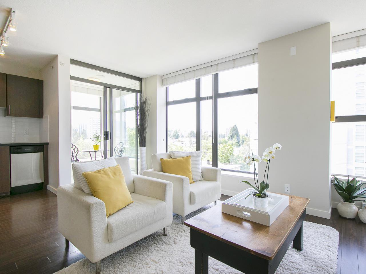 "Main Photo: 905 1068 W BROADWAY in Vancouver: Fairview VW Condo for sale in ""The Zone"" (Vancouver West)  : MLS®# R2060723"