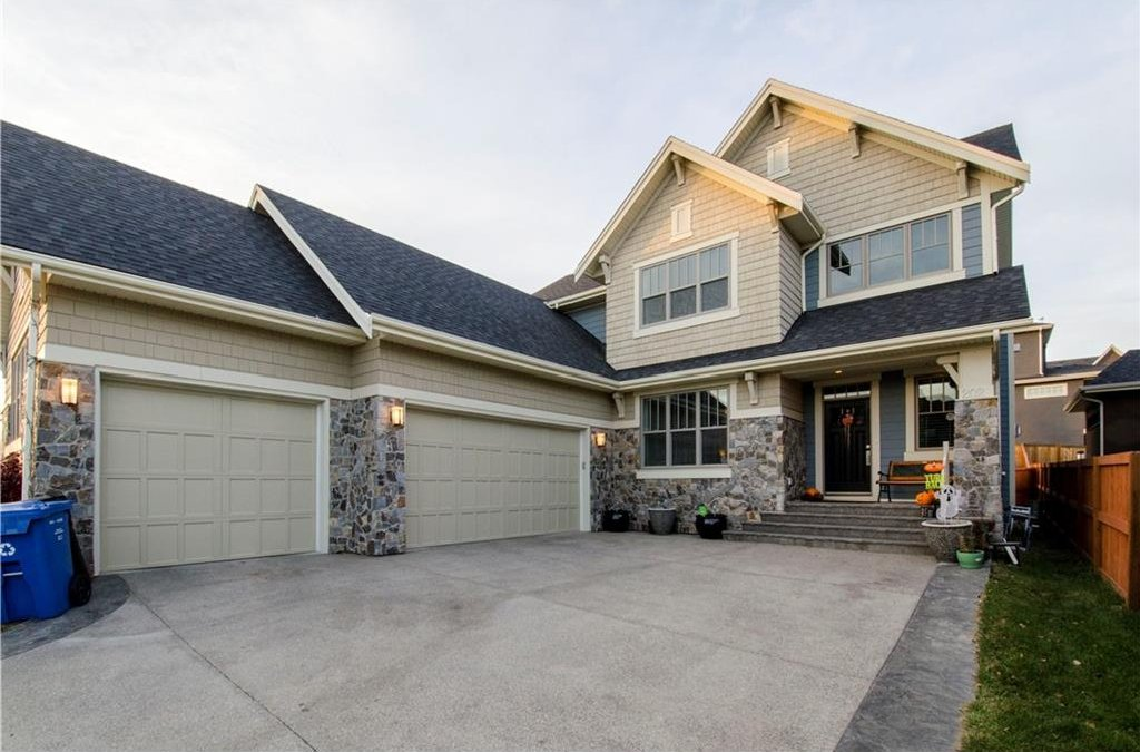 Main Photo: 202 FORTRESS Bay SW in Calgary: Springbank Hill House for sale : MLS®# C4098757