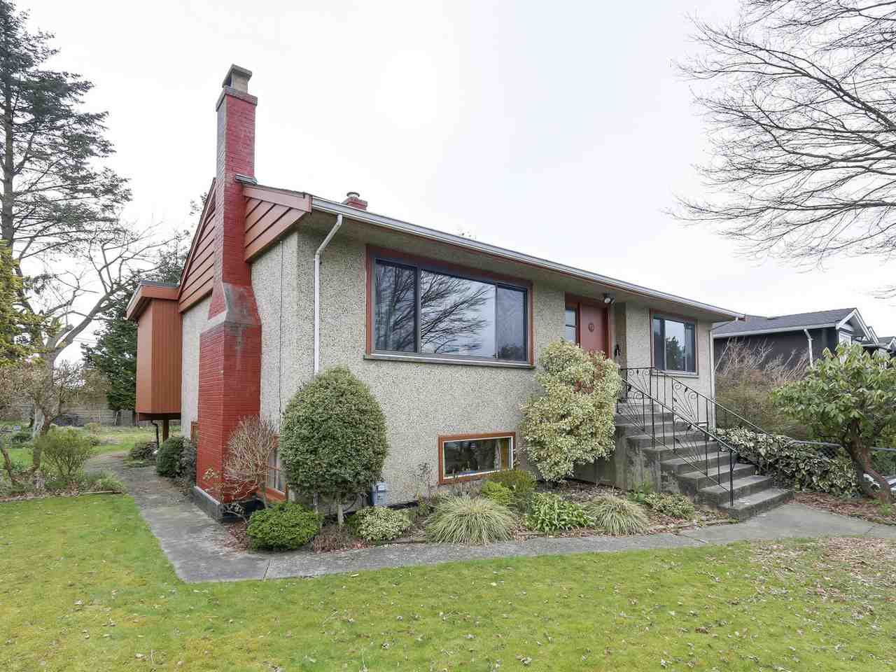 Main Photo: 4450 HALLEY Avenue in Burnaby: Burnaby Hospital House for sale (Burnaby South)  : MLS®# R2152222