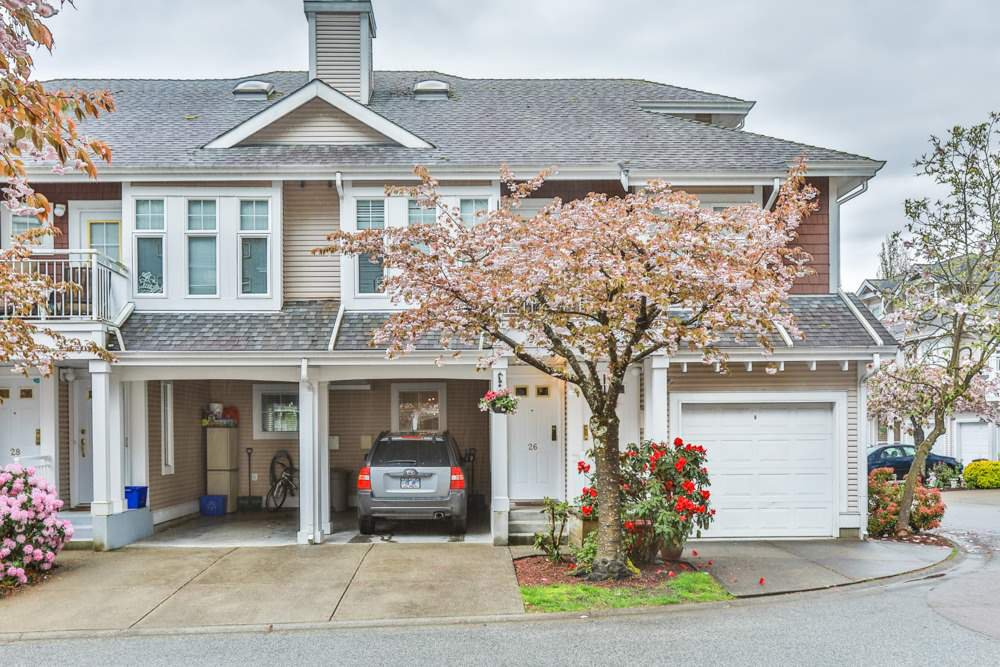 "Main Photo: 26 9036 208 Street in Langley: Walnut Grove Townhouse for sale in ""Hunter's Glen"" : MLS®# R2159058"
