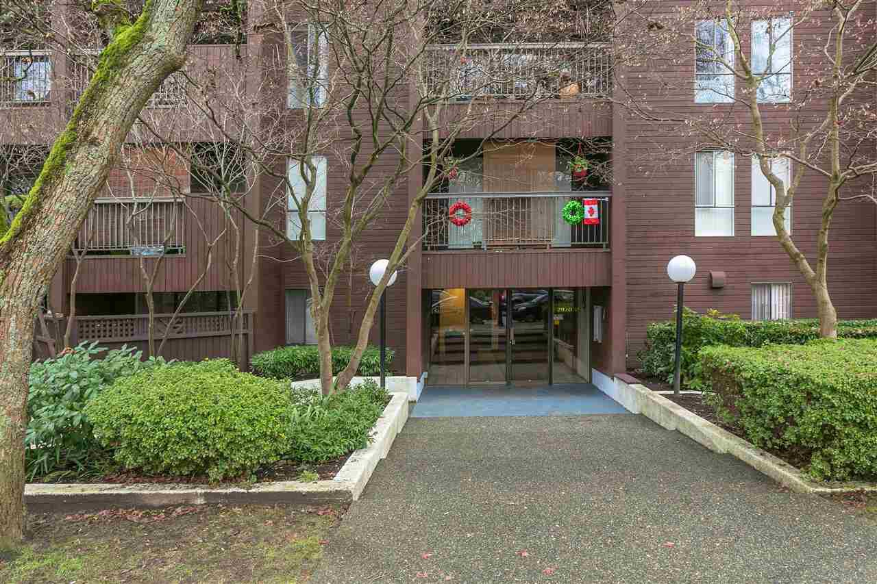 "Main Photo: 104 2920 ASH Street in Vancouver: Fairview VW Condo for sale in ""ASH COURT"" (Vancouver West)  : MLS®# R2230630"
