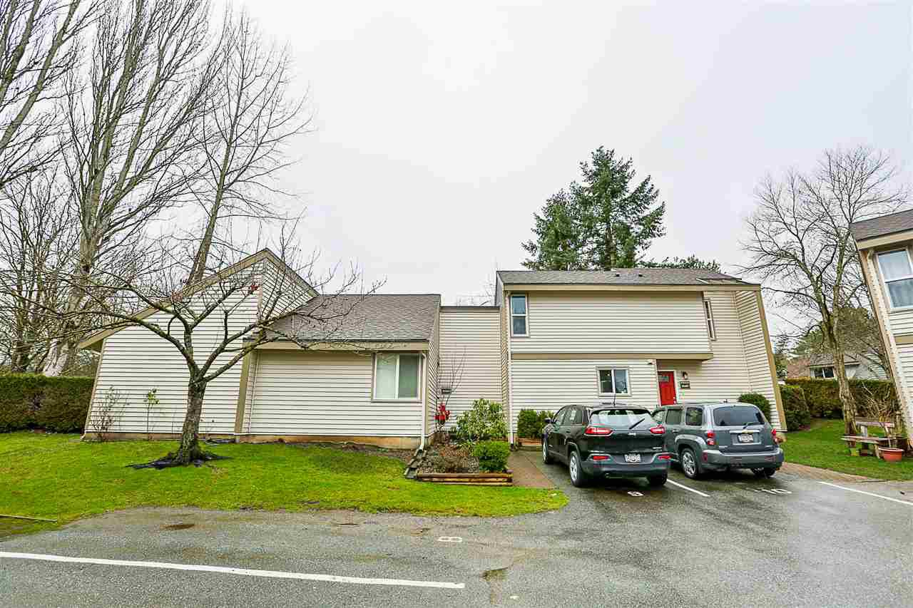 """Main Photo: 6187 E GREENSIDE Drive in Surrey: Cloverdale BC Townhouse for sale in """"Greenside Estates"""" (Cloverdale)  : MLS®# R2237894"""
