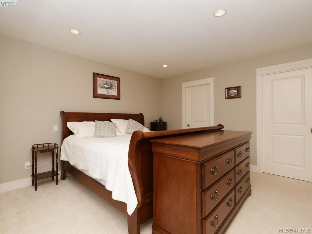 Photo 12: Photos: 2182 Stone Gate in VICTORIA: La Bear Mountain House for sale (Langford)  : MLS®# 808396