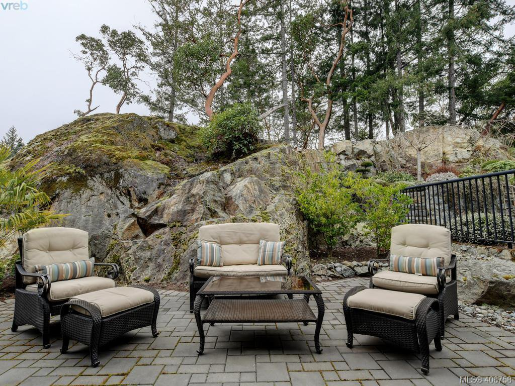 Photo 22: Photos: 2182 Stone Gate in VICTORIA: La Bear Mountain House for sale (Langford)  : MLS®# 808396
