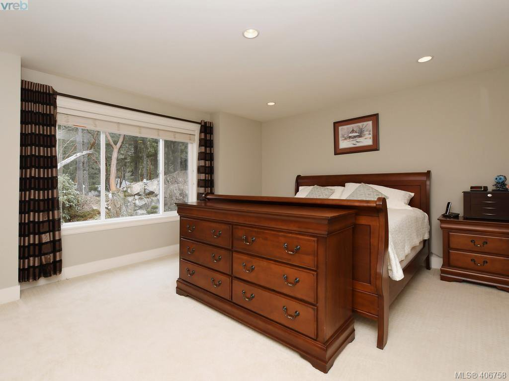 Photo 11: Photos: 2182 Stone Gate in VICTORIA: La Bear Mountain House for sale (Langford)  : MLS®# 808396