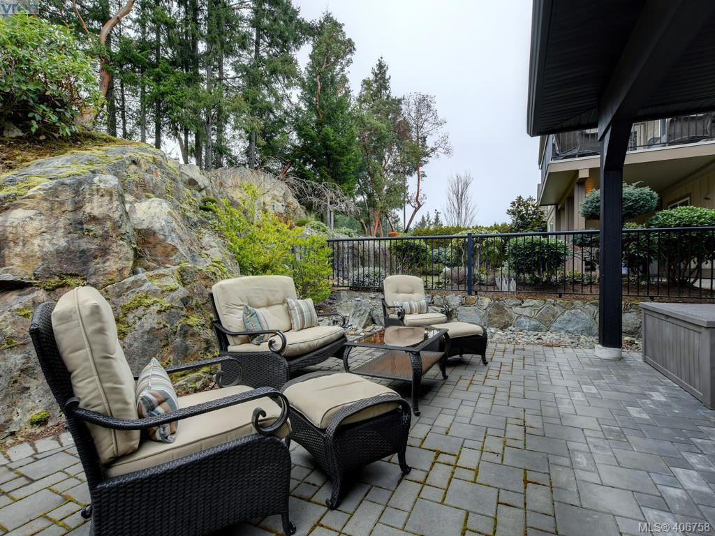 Photo 21: Photos: 2182 Stone Gate in VICTORIA: La Bear Mountain House for sale (Langford)  : MLS®# 808396