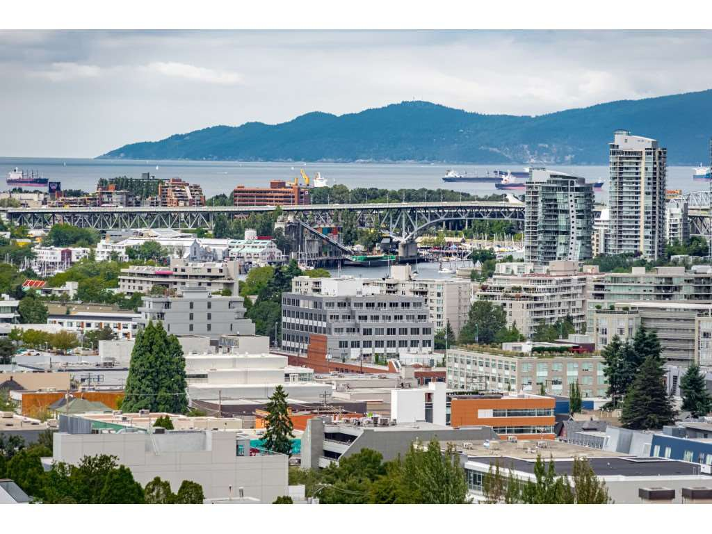"""Main Photo: 1601 285 E 10TH Avenue in Vancouver: Grandview Woodland Condo for sale in """"The Independent"""" (Vancouver East)  : MLS®# R2385294"""