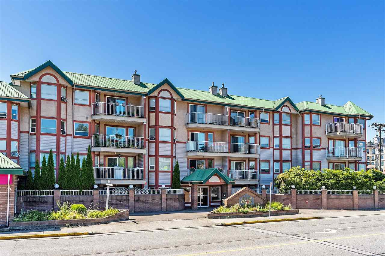 """Main Photo: 215 22661 LOUGHEED Highway in Maple Ridge: East Central Condo for sale in """"Golden Ears Gate"""" : MLS®# R2481686"""
