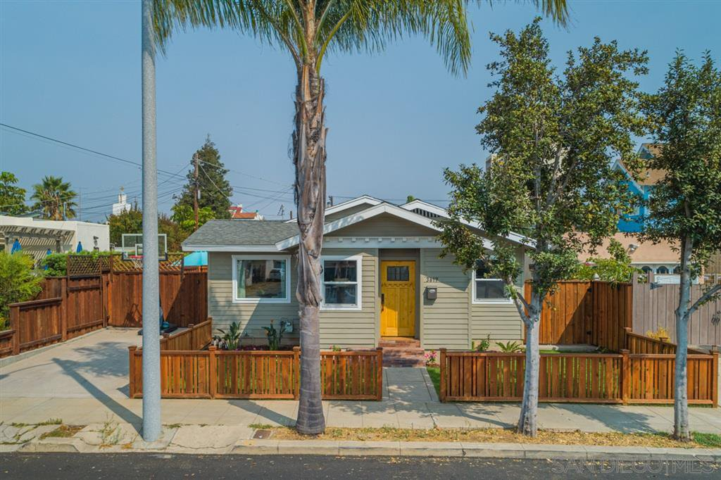 Main Photo: HILLCREST House for sale : 3 bedrooms : 3617 Herbert in San Diego