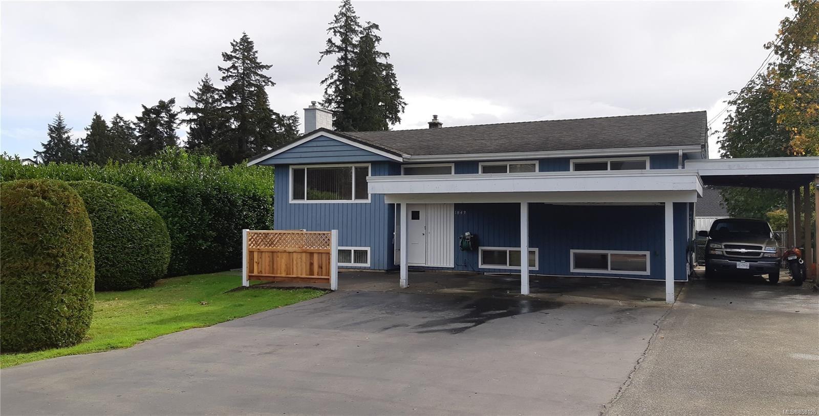 Main Photo: 1843 Centennial Ave in : CV Comox (Town of) House for sale (Comox Valley)  : MLS®# 858126