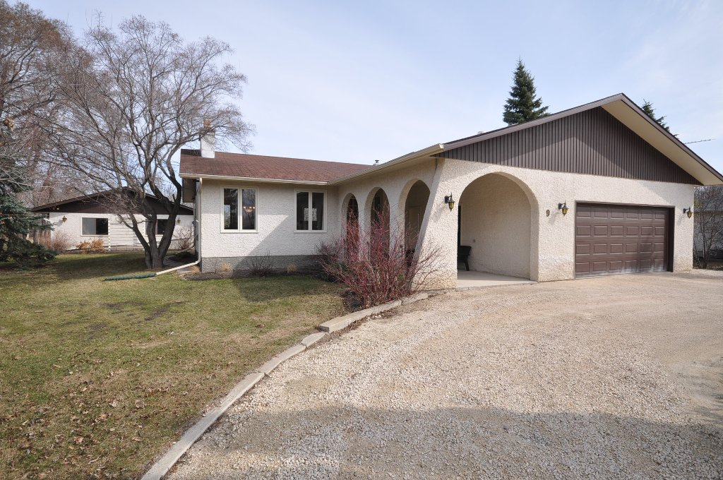 PRIME LOCATION in St. Andrews at 9 Captain Kennedy Rd. approx. one block West of Red River & Scenic River Road. PRIDE OF OWNERSHIP evident in this exceptionally well maintained original owner 1430 sf 3 Bedroom Bungalow with Insulated & Drywalled 22x24 AT2