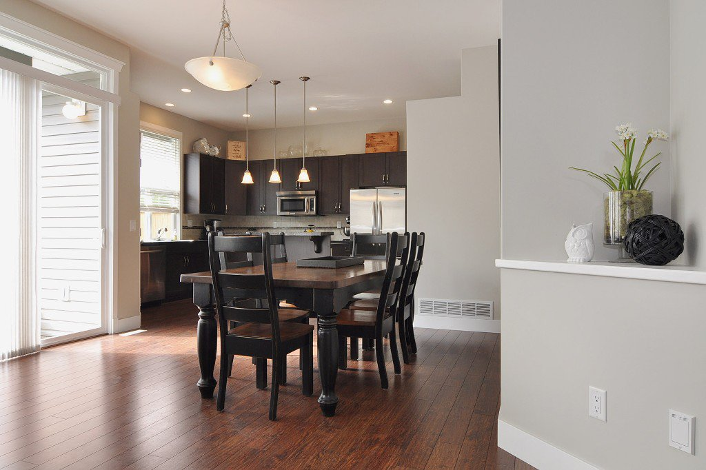 Photo 3: Photos: 15046 59th Avenue in Surrey: House for sale : MLS®# F1305349