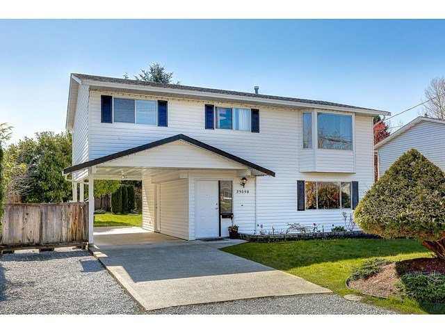 Main Photo: 23098 126 Avenue in Maple Ridge: East Central House for sale : MLS®# R2050768