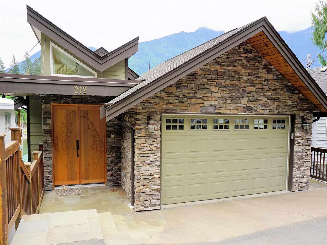 """Main Photo: 212 LAKESHORE Drive: Cultus Lake House for sale in """"CULTUS LAKE CULTUS"""" : MLS®# R2066699"""
