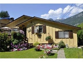 Main Photo: 38841 GAMBIER Avenue in Squamish: Dentville House for sale : MLS®# R2087171