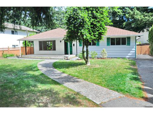 Main Photo: 730 Kelly Rd in VICTORIA: Co Hatley Park Single Family Detached for sale (Colwood)  : MLS®# 747327