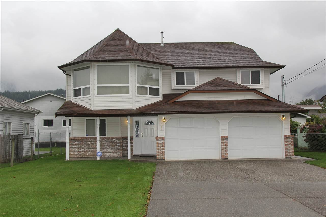 Main Photo: 265 CARIBOO Avenue in Hope: Hope Center House for sale : MLS®# R2161533