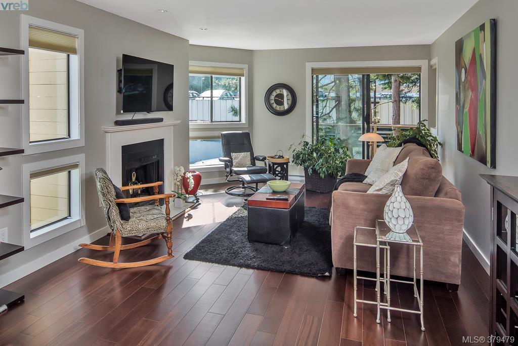 Main Photo: 205 406 Simcoe St in VICTORIA: Vi James Bay Condo Apartment for sale (Victoria)  : MLS®# 762231