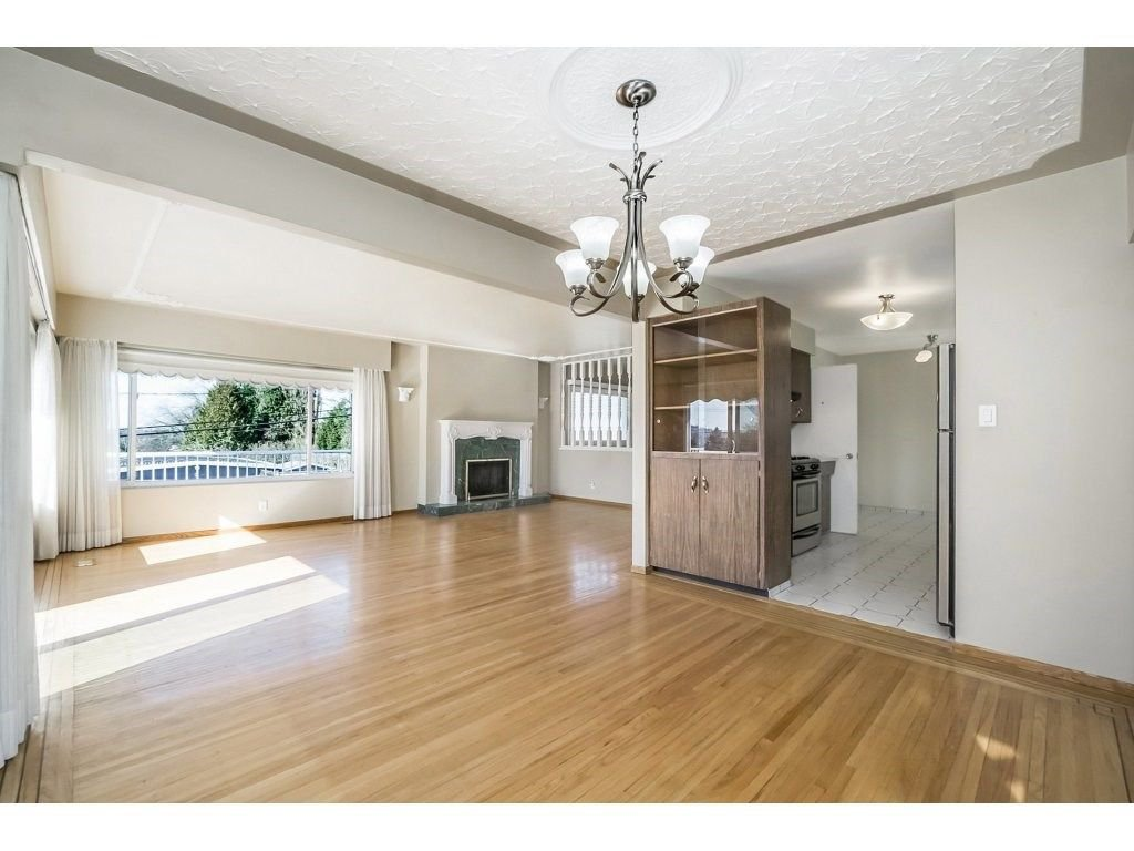 Photo 5: Photos: 343 RICHARD Street in Coquitlam: Coquitlam West House for sale : MLS®# R2247858