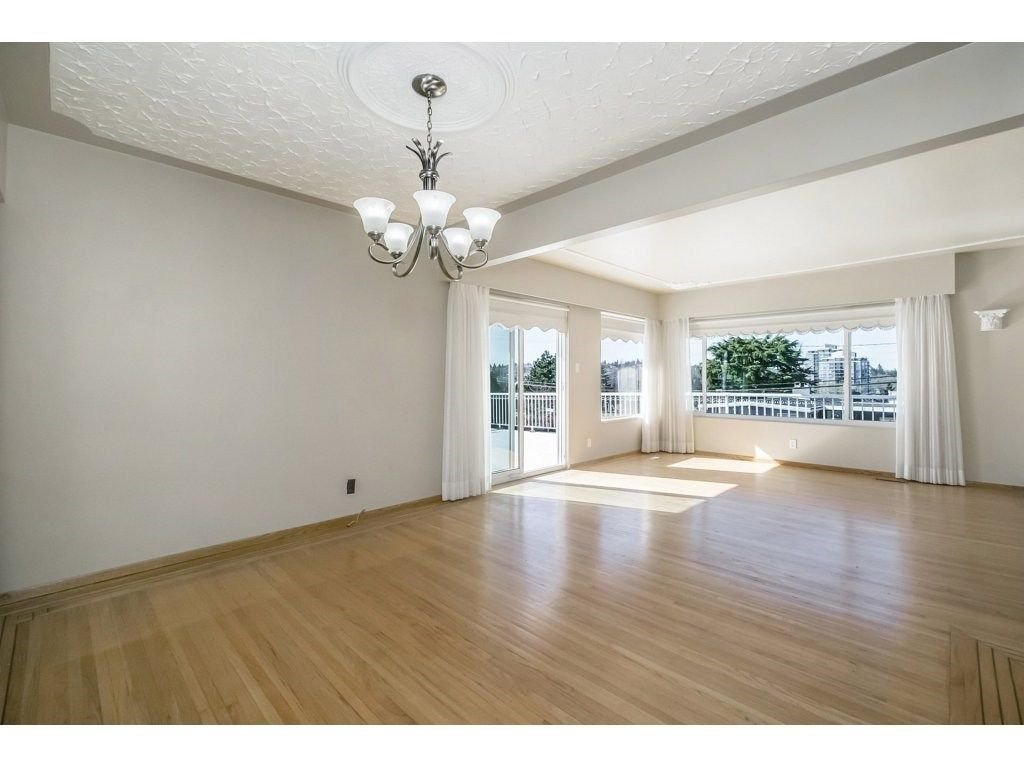 Photo 6: Photos: 343 RICHARD Street in Coquitlam: Coquitlam West House for sale : MLS®# R2247858