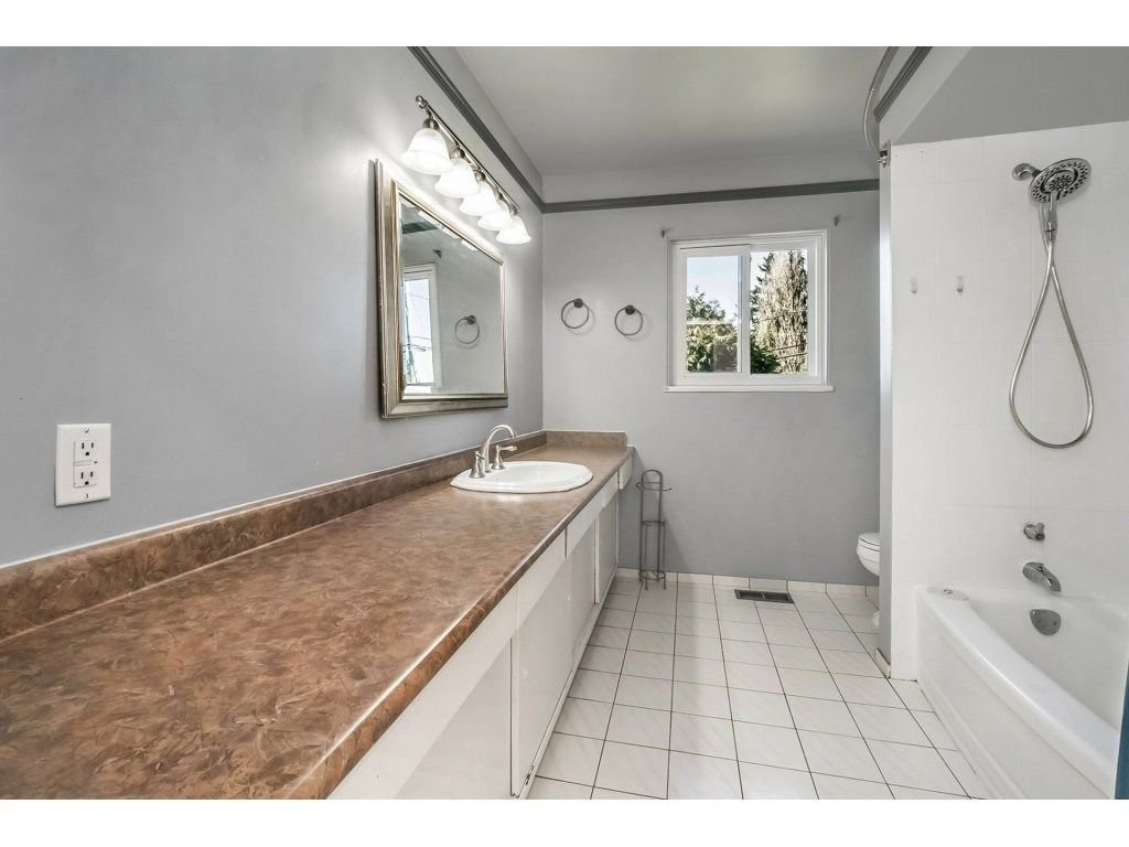 Photo 10: Photos: 343 RICHARD Street in Coquitlam: Coquitlam West House for sale : MLS®# R2247858