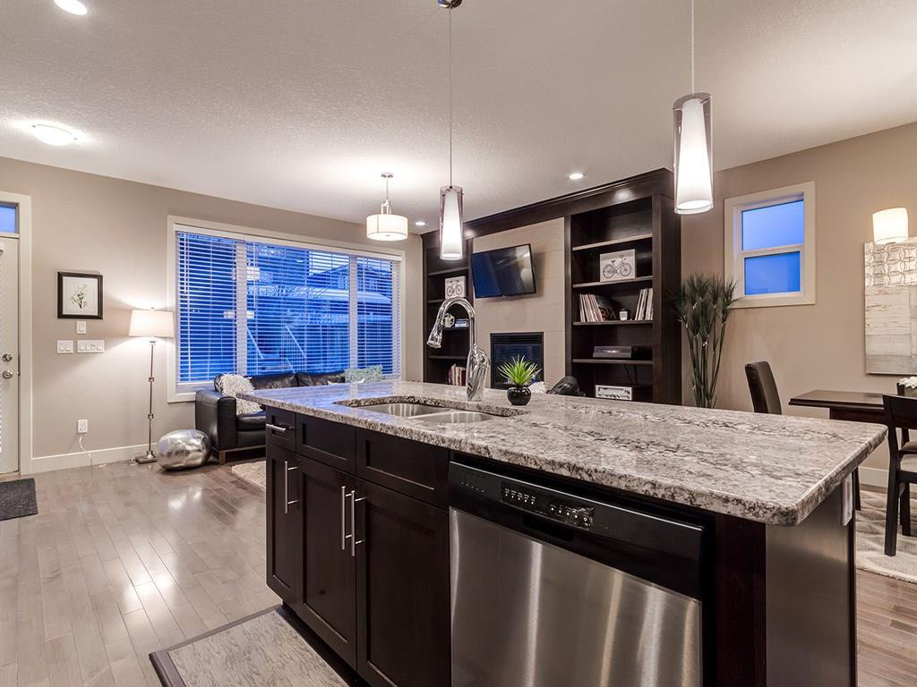 Photo 3: Photos: 207 25 Avenue NW in Calgary: Tuxedo Park House for sale : MLS®# C4185003