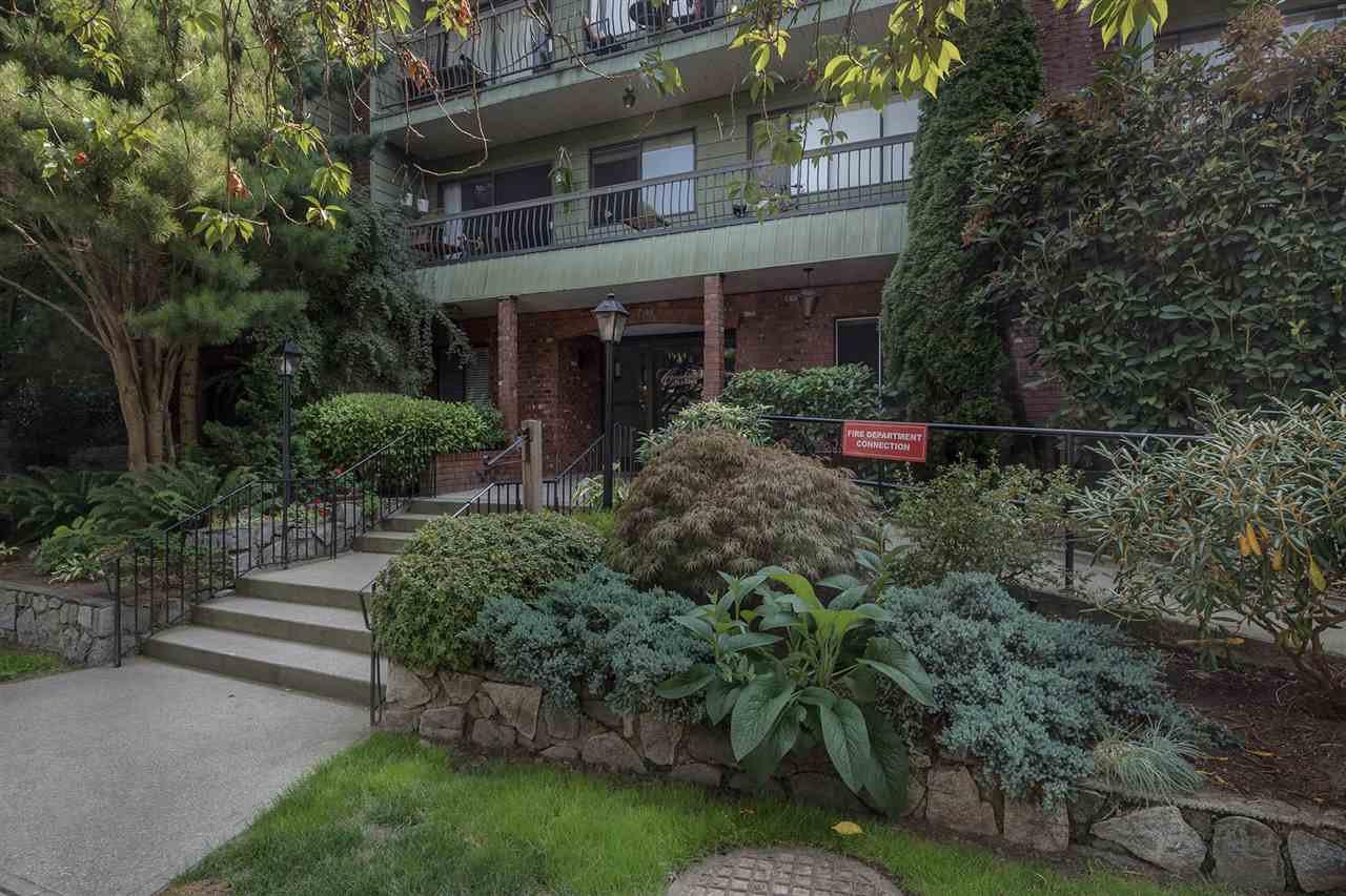 "Main Photo: 336 1844 W 7TH Avenue in Vancouver: Kitsilano Condo for sale in ""CRESTVIEW"" (Vancouver West)  : MLS®# R2302503"