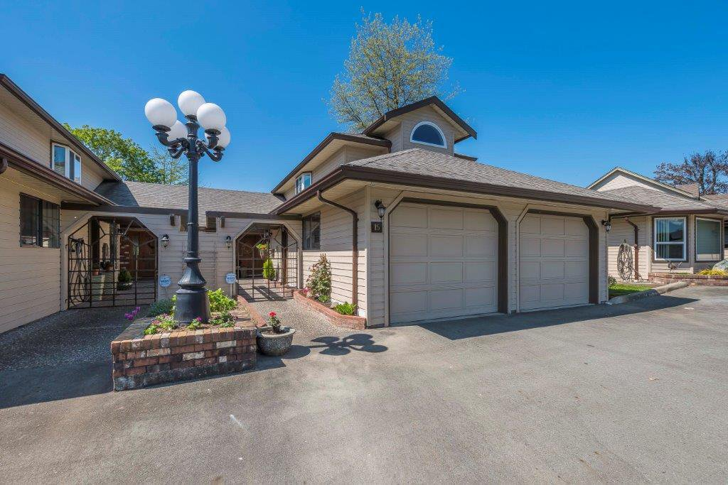 """Main Photo: 15 9515 WOODBINE Street in Chilliwack: Chilliwack E Young-Yale Townhouse for sale in """"Woodbine Place"""" : MLS®# R2303254"""