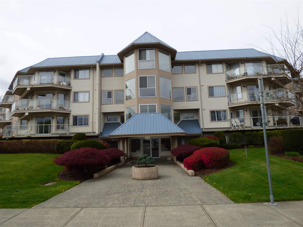 "Main Photo: 211 7685 AMBER Drive in Sardis: Sardis West Vedder Rd Condo for sale in ""The Sapphire"" : MLS®# R2360800"
