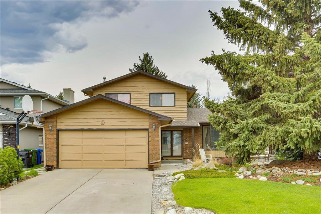 Main Photo: 7 WOODGREEN Crescent SW in Calgary: Woodlands Detached for sale : MLS®# C4245286