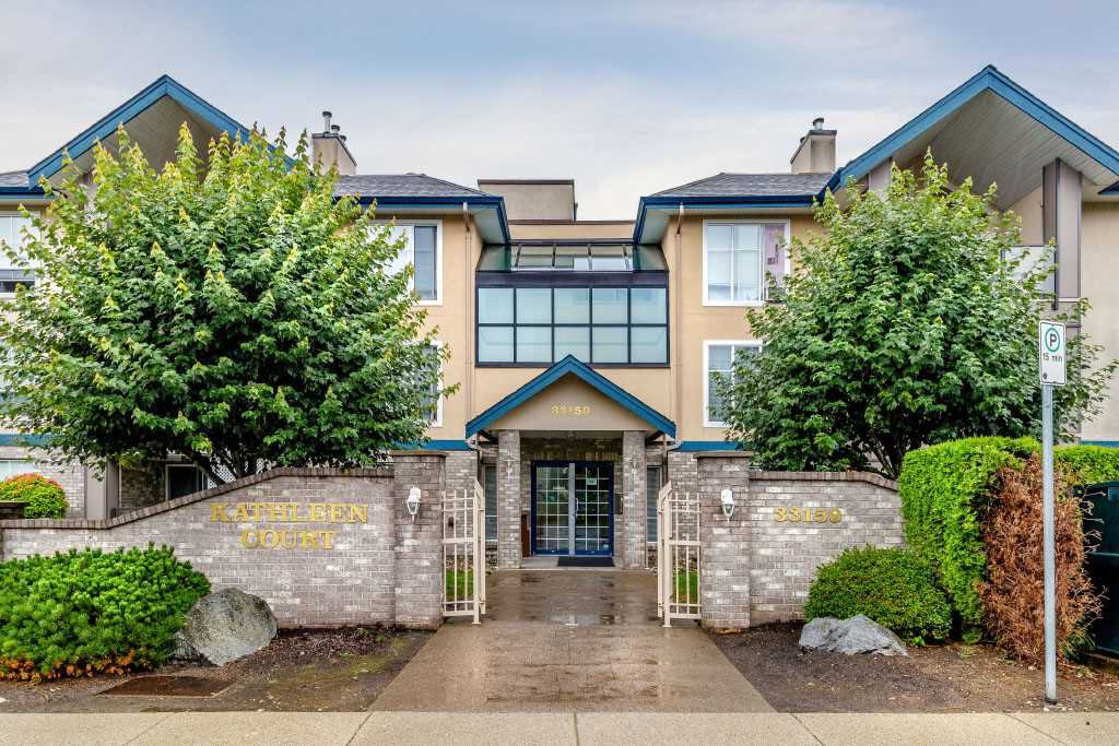 "Main Photo: 309 33150 4TH Avenue in Mission: Mission BC Condo for sale in ""Kathleen Court"" : MLS®# R2390374"