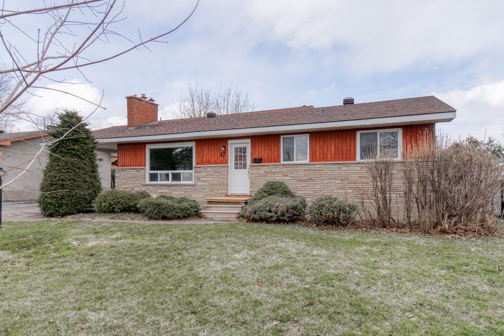 Main Photo: 17 Wolmsley Crescent in Nepean: Crestview House for sale : MLS®# 1188972