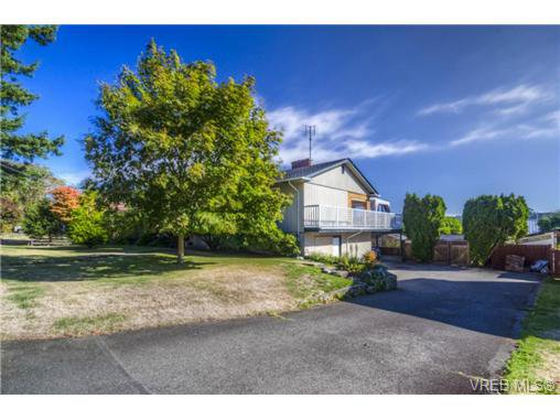 Main Photo: 4149 Torquay Dr in VICTORIA: SE Lambrick Park House for sale (Saanich East)  : MLS®# 683143