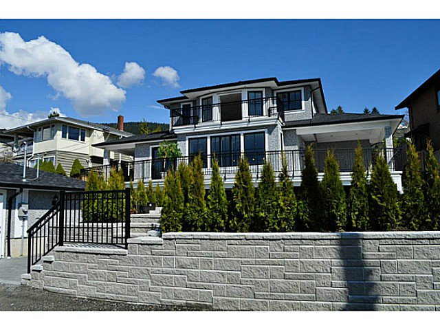 "Main Photo: 231 KENSINGTON Crescent in North Vancouver: Upper Lonsdale House for sale in ""UPPER LONSDALE"" : MLS®# V1122809"