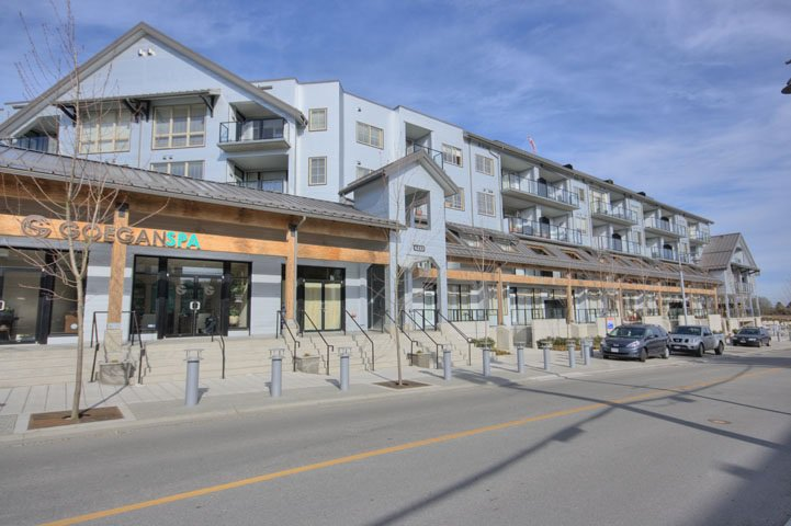 "Main Photo: 401 6233 LONDON Road in Richmond: Steveston South Condo for sale in ""LONDON STATION I"" : MLS®# R2097409"