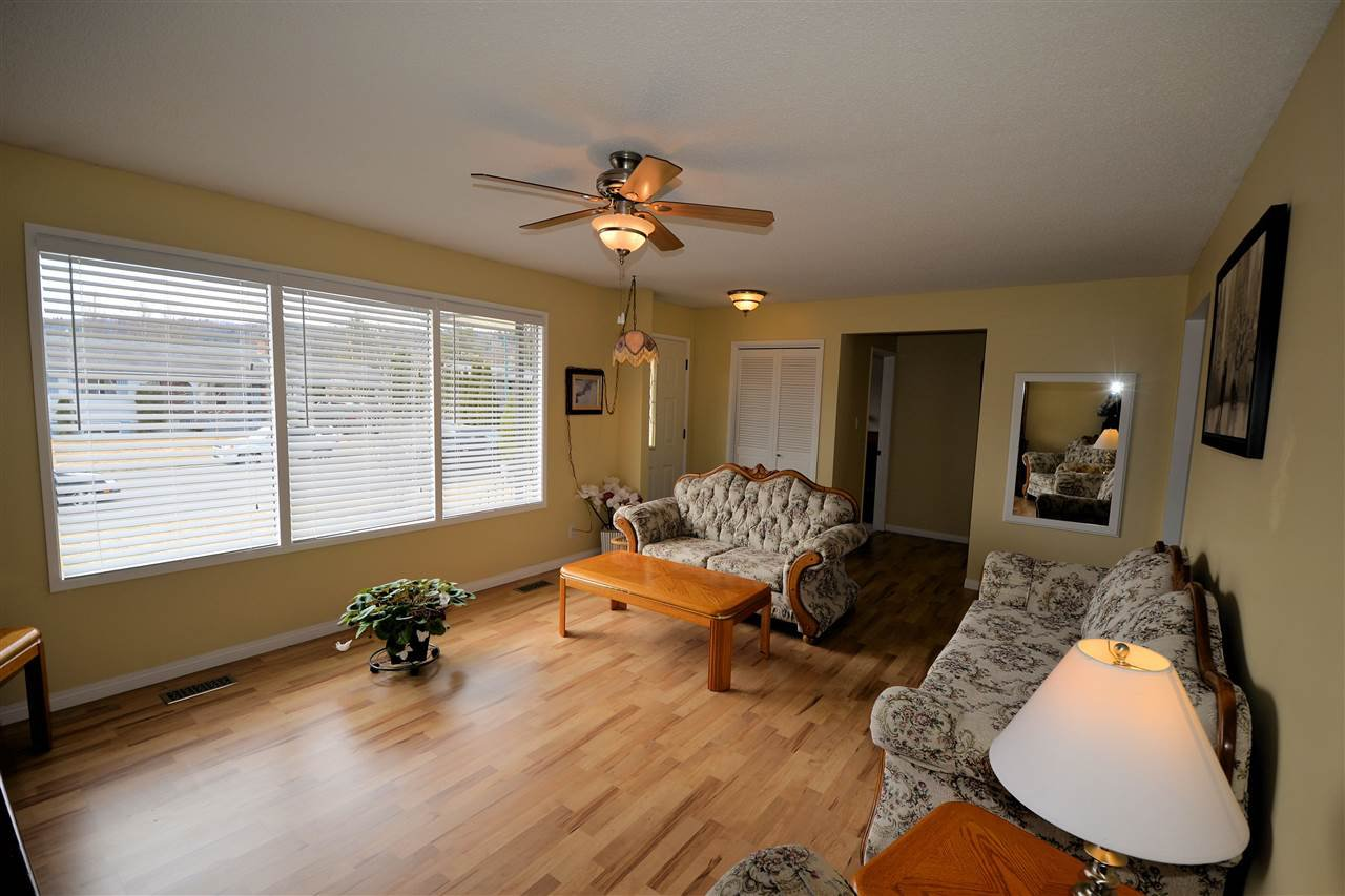 """Photo 6: Photos: 974 INEZ Crescent in Prince George: Lakewood House for sale in """"LAKEWOOD"""" (PG City West (Zone 71))  : MLS®# R2154434"""