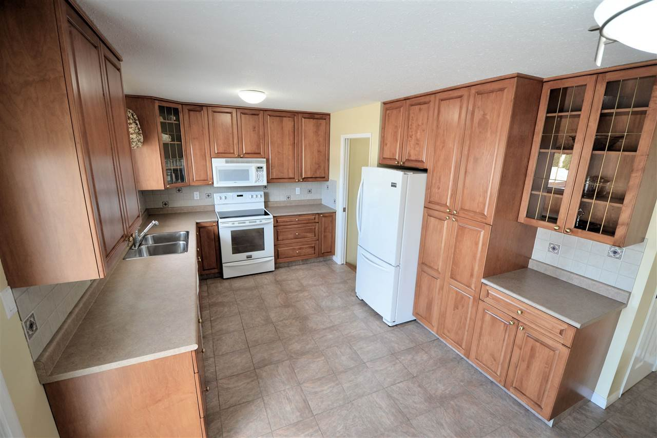 """Photo 2: Photos: 974 INEZ Crescent in Prince George: Lakewood House for sale in """"LAKEWOOD"""" (PG City West (Zone 71))  : MLS®# R2154434"""
