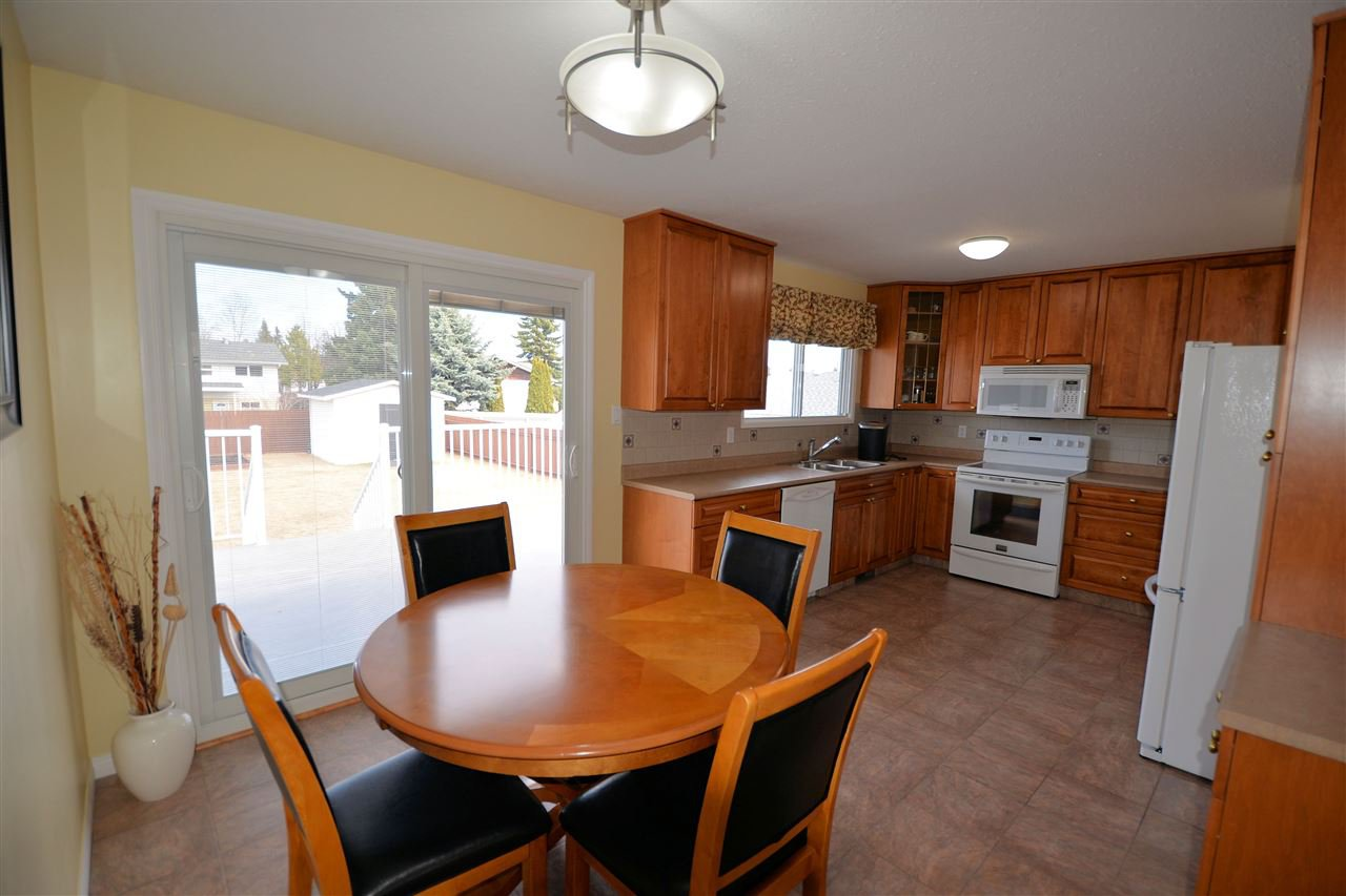 """Photo 3: Photos: 974 INEZ Crescent in Prince George: Lakewood House for sale in """"LAKEWOOD"""" (PG City West (Zone 71))  : MLS®# R2154434"""