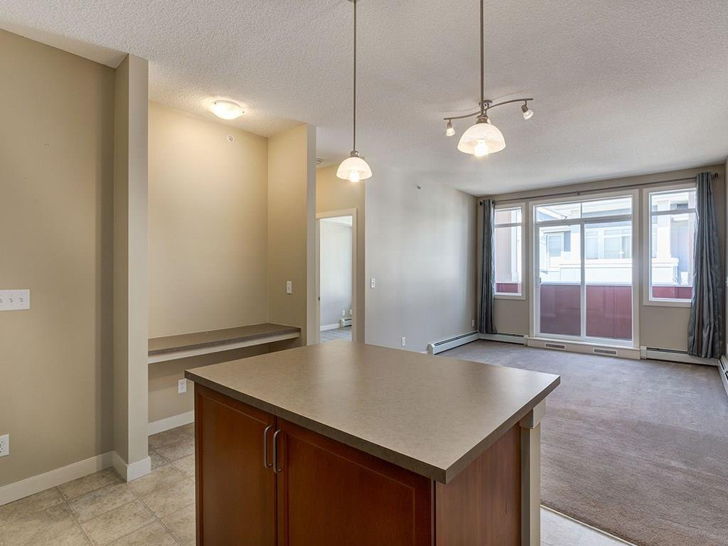Photo 4: Photos: 403 156 COUNTRY VILLAGE Circle NE in Calgary: Country Hills Village Condo for sale : MLS®# C4120632