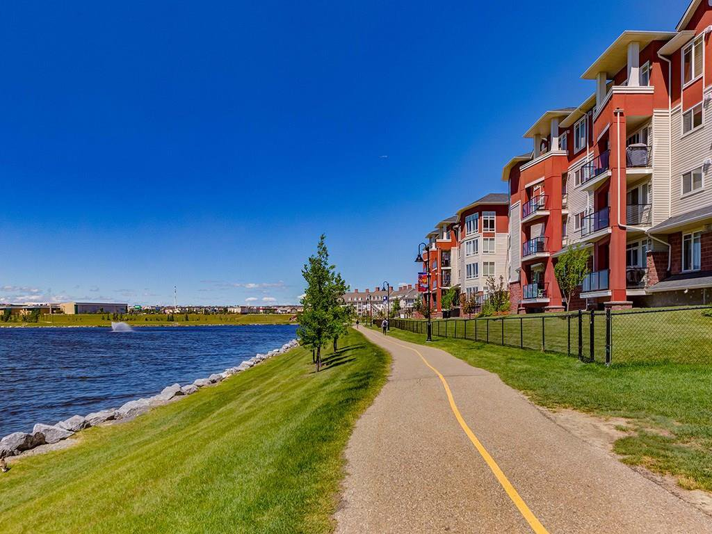 Photo 25: Photos: 403 156 COUNTRY VILLAGE Circle NE in Calgary: Country Hills Village Condo for sale : MLS®# C4120632