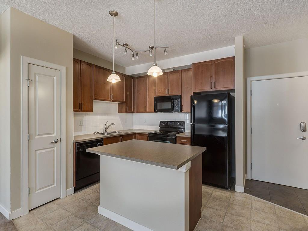 Photo 2: Photos: 403 156 COUNTRY VILLAGE Circle NE in Calgary: Country Hills Village Condo for sale : MLS®# C4120632