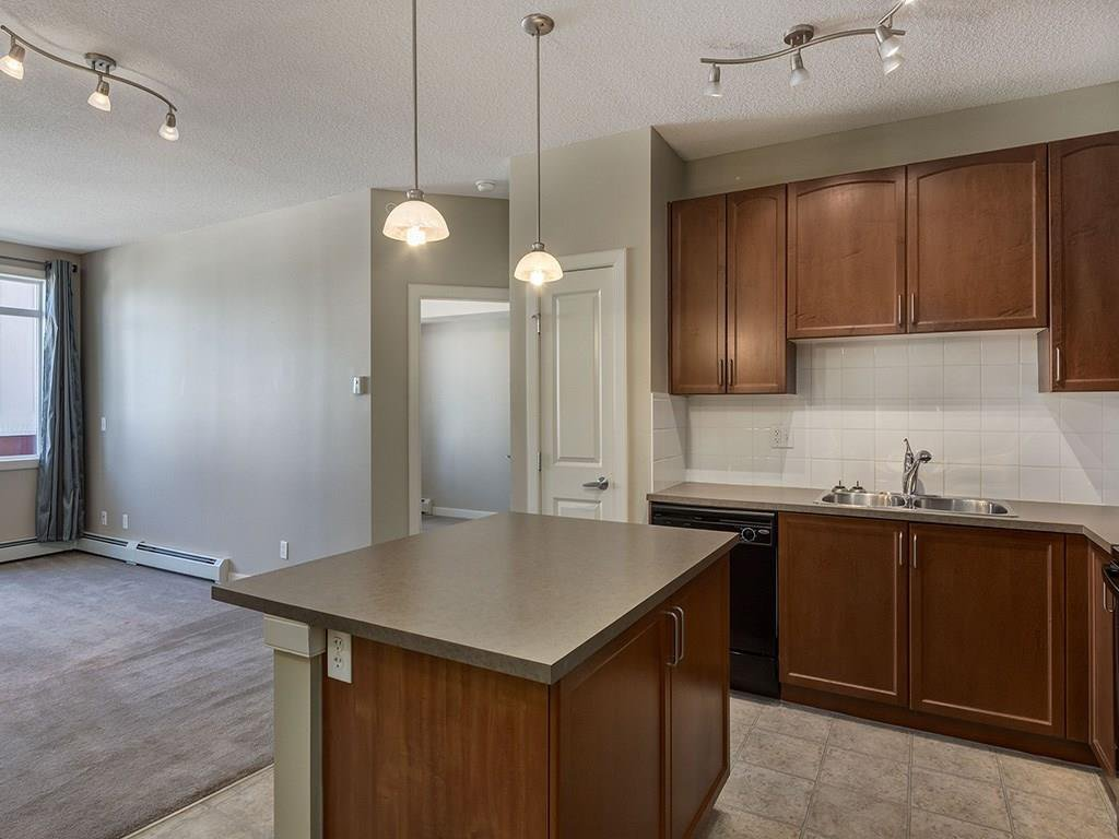 Photo 6: Photos: 403 156 COUNTRY VILLAGE Circle NE in Calgary: Country Hills Village Condo for sale : MLS®# C4120632