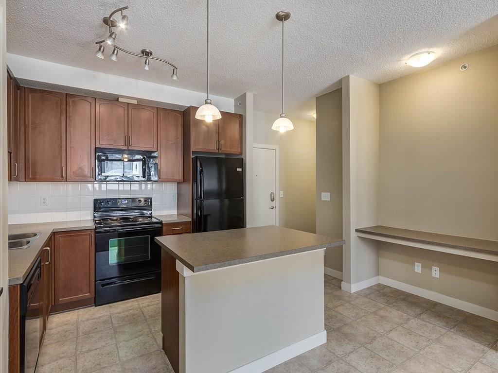 Photo 3: Photos: 403 156 COUNTRY VILLAGE Circle NE in Calgary: Country Hills Village Condo for sale : MLS®# C4120632