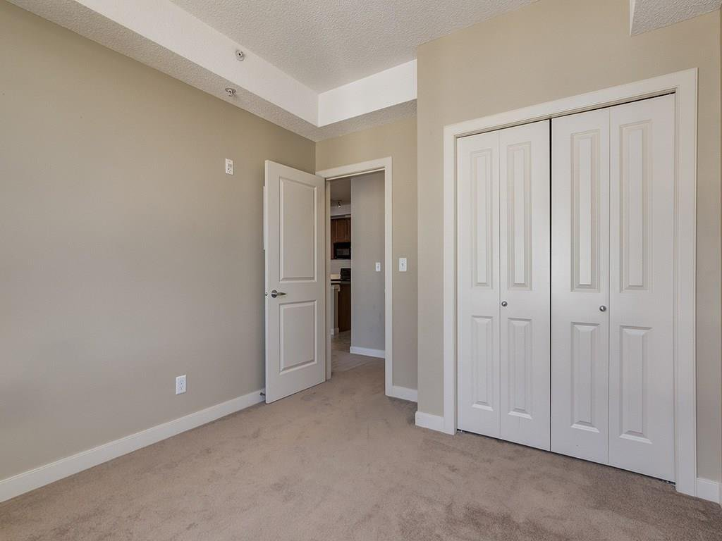 Photo 17: Photos: 403 156 COUNTRY VILLAGE Circle NE in Calgary: Country Hills Village Condo for sale : MLS®# C4120632