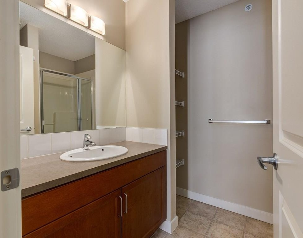 Photo 15: Photos: 403 156 COUNTRY VILLAGE Circle NE in Calgary: Country Hills Village Condo for sale : MLS®# C4120632
